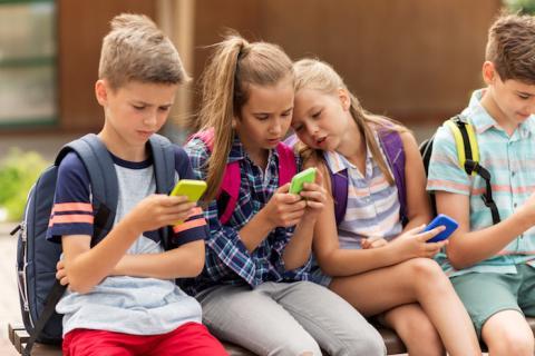 ¿Cuál es la edad legal para poder utilizar WhatsApp, Facebook o Instagram?