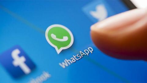 El mensaje para actualizar WhatsApp de Karelis Hernández es falso, como el de Alex Brettan y otros directores.
