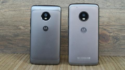 Moto G5 a un lado del Moto G5 Plus