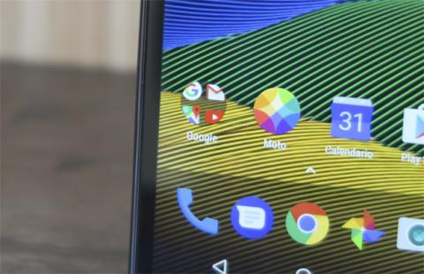 Los grandes marcos laterales son, con diferencia, la característica que menos nos ha gustado del diseño en este análisis del Moto G5
