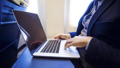 Volar de Europa a EEUU con un portátil a bordo, prohibido