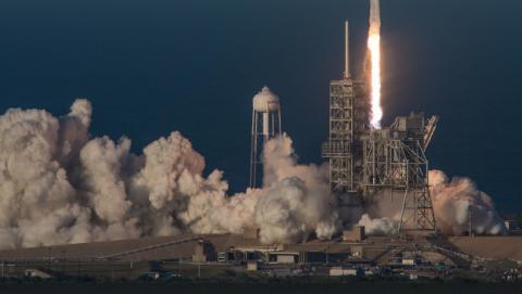 SpaceX realiza el mayor lanzamiento de su historia con un satélite de 6 toneladas.