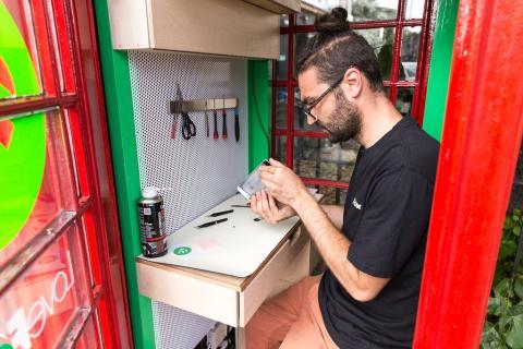 De cabina roja de Londres al taller mas pequeño del mundo