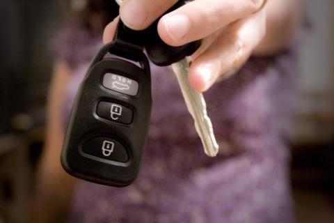 ¿Las llaves de un coche pueden abrir las puertas de otro?