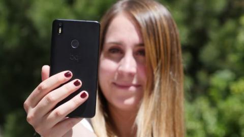 foto selfie en la review de aquaris x de bq