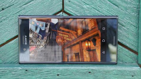 El juego Epic Citadel abierto en el Sony Xperia XZ Premium