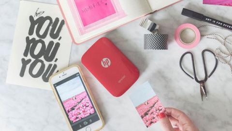 La impresora de bolsillo HP Sprocket, ahora disponible en color rojo