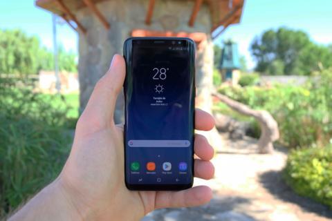 Samsung Galaxy S8 en la mano