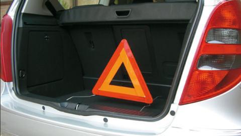 cosas que debes llevar en el maletero del coche