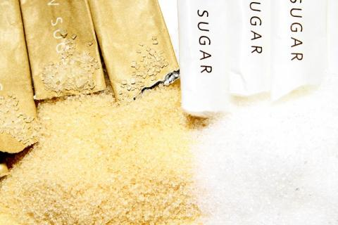 es mejor el azúcar moreno que el blanco