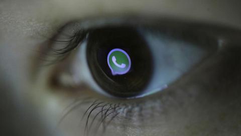 Tendremos modo nocturno para la cámara de WhatsApp