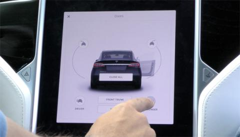 En el Tesla Model X, incluso las puertas se abren desde la pantalla
