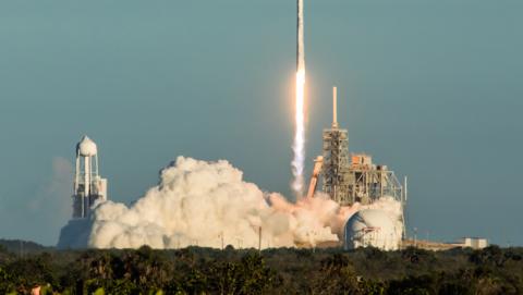 SpaceX pone en óribta el satélite Intelsat 35e