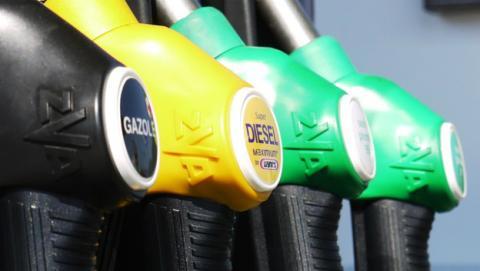 Los coches de gasolina y diésel, prohibidos en Francia en 2040.