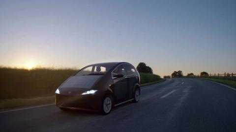 Sion, el coche eléctrico con paneles solares