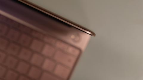 Todo el diseño de este Huawei MateBook X llama la atención por lo delgado de su grosor