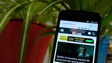 La pantalla del Moto E4, pese a lo sencilla que es, cumple con su cometido