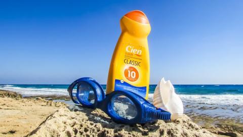 Protector solar hecho con esperma de salmón, clave contra el cáncer de piel.