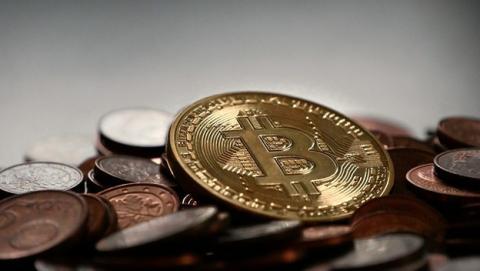 Bitcoin se divide en dos y su precio probablemente también.