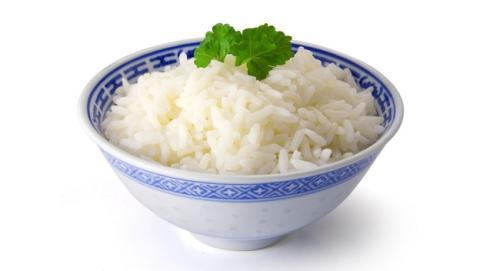 Con este sencillo truco reduces las calorías del arroz a la mitad