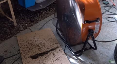 Cómo matar 8.000 mosquitos con un pitbull y dos ventiladores