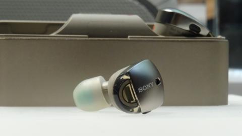 Detalle del auricular inalámbrico