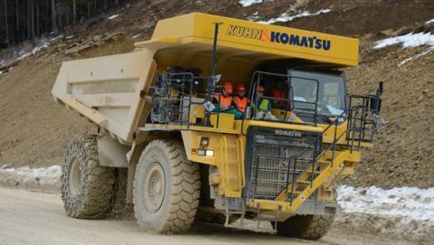 Este dúmper es un camión eléctrico con una enorme batería