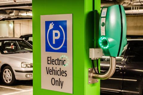 Cargar batería coche eléctrico