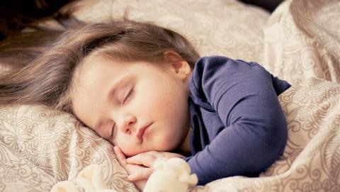 Hay que dormir más de siete horas diarias para conservar la salud.