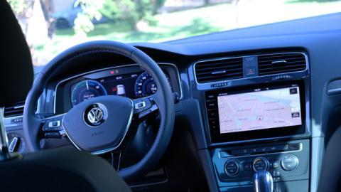 Hablemos ahora de la tecnología que lleva a bordo este coche eléctrico de Volkswagen