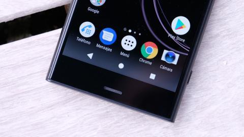 La franja que hay en el marco inferior del Sony Xperia XZ1 corresponde al altavoz que completa el sonido estéreo