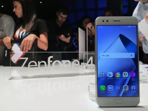 El Asus ZenFone 4 en color blanco
