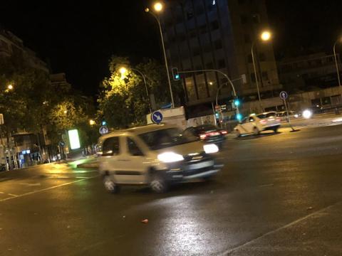 Foto de un objeto en movimiento tomada de noche con el iPhone 8 Plus