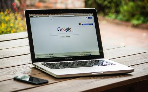 Portátil con el navegador Google