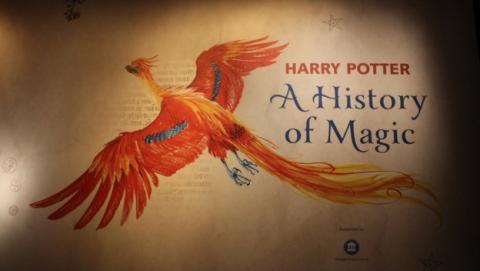 La exposición de Harry Potter, con la sinopsis original de la piedra filosofal, en la Biblioteca Britanica de Londres