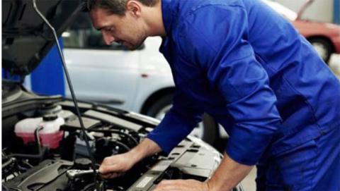 Usar ropa de mecánico es importante por tu propia seguridad