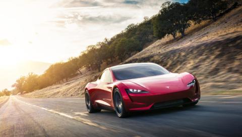 Así es el Tesla Roadster, el coche eléctrico más rápido del mundo.