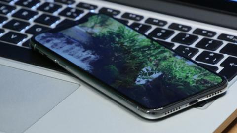 Tal y como empieza a ser cada vez más habitual en los móviles de alta gama, esta pantalla también tiene HDR