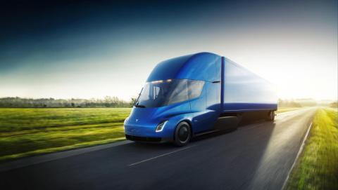 El Tesla Semi es un camión eléctrico más barato que los de gasolina.