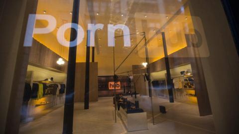 Esta es la nueva tienda de PornHub que vas a querer visitar