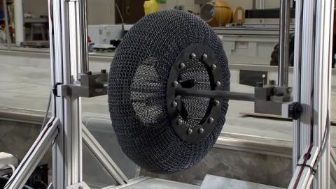 La NASA inventa una rueda de titanio flexible que nunca se pincha