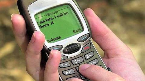 Los mensajes SMS cumplen 25 años en horas bajas