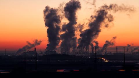 La dependencia de los combustibles fósiles se ha mantenido en los últimos 40 años.