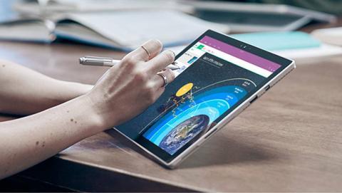 Patente nos muestra cómo sería una Surface con dos pantallas