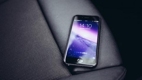 Apple se enfrenta a dos denuncias por ralentizar los iPhone viejos.