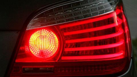 Sabes cómo utilizar cada una de las luces de tu coche