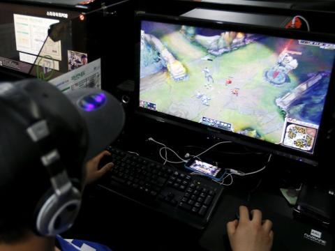 Un jugador de videojuegos en línea