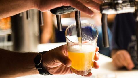 El alcohol causa cáncer y otras enfermedades.