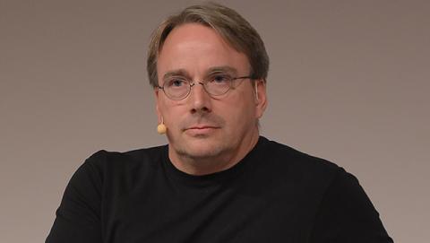 Linus Torvalds ha criticado duramente a Intel por los fallos en sus procesadores.