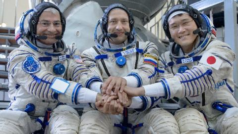 Norishige Kanai niega haber crecido 9 cm en el espacio.